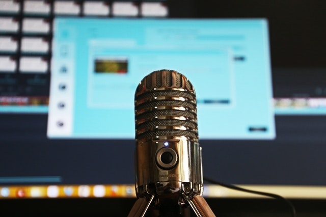 Condenser microphone for podcast production